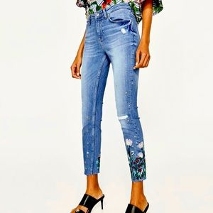 Zara Distressed Embroidered Flower skinny jeans
